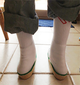 Picture child with flat feet using inserts.