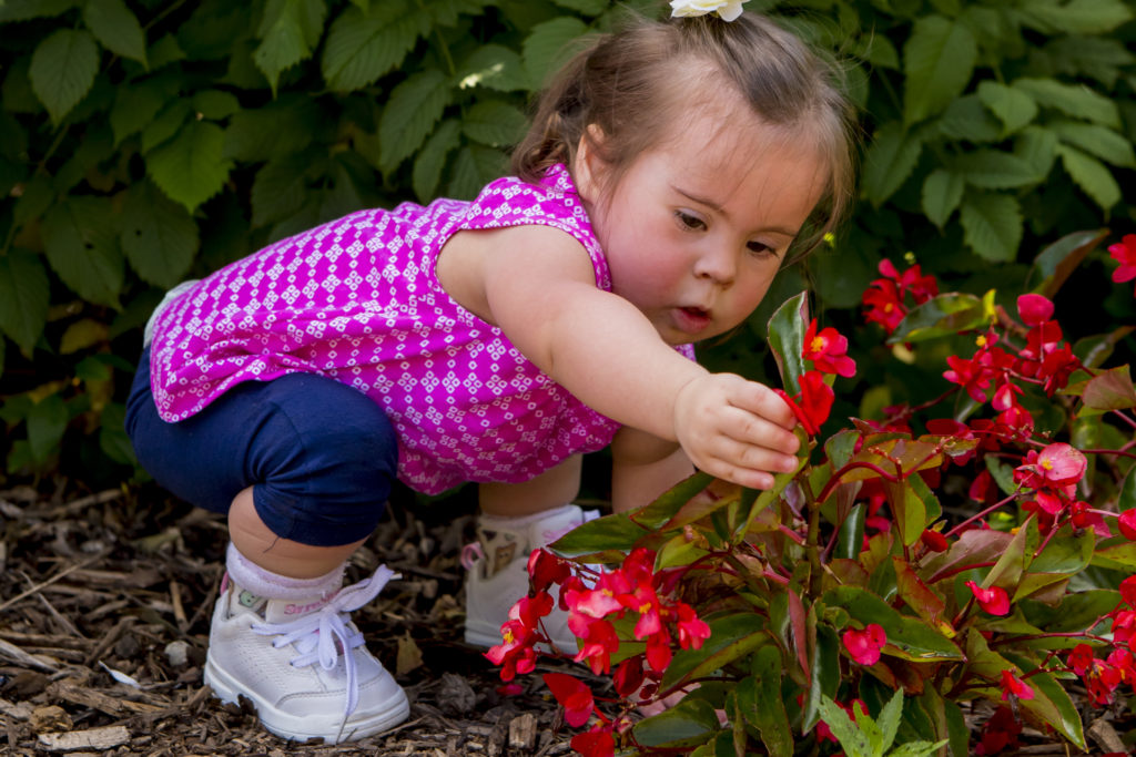Image of a girl with hypotonia who wears Surestep SMOs